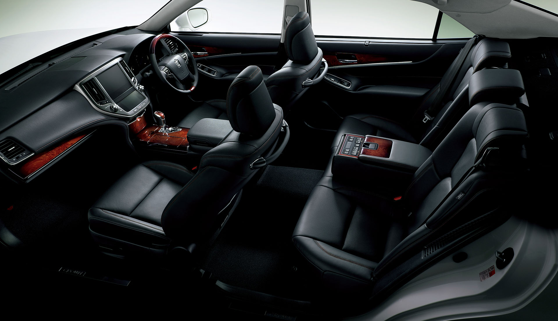 Toyota-Crown-Majesta-interior-official (1)