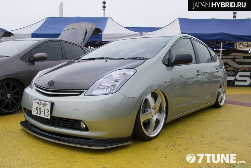 Карбоновая губа на Toyota Prius 20